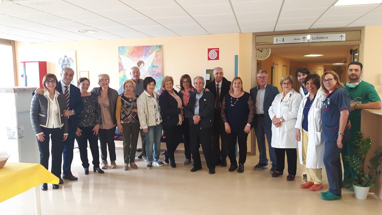 """L'Associazione """"Teatranti"""" dona un frigorifero alla Pediatria di Lentini"""