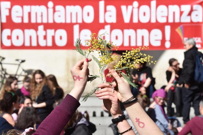 L'8 marzo, le donne scioperano in tutto il mondo: non festa ma lotta