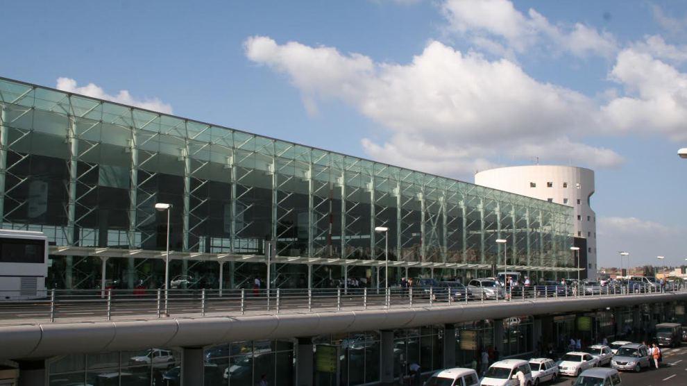 Due donne rubano un portafoglio all'aeroporto di Catania, prese