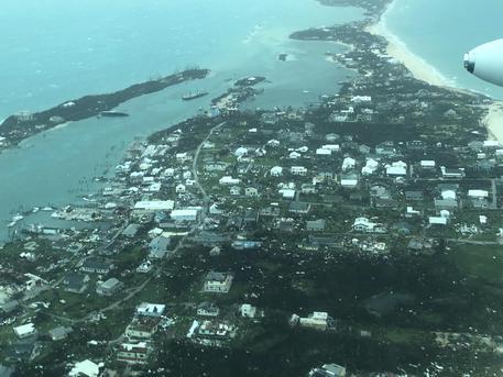 L'uragano Dorian è a 180 chilometri dalla Florida: alle Bahamas lascia  devastazioni