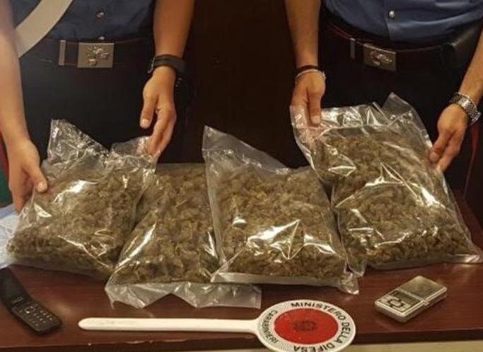Palermo, nascondeva in garage due chili di marijuana: arrestato