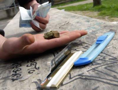 Catania, spacciavano droga davanti a una scuola: 2 arresti