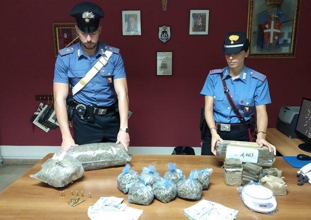 In casa con 10 chili di droga e munizioni: una coppia arrestata a Messina