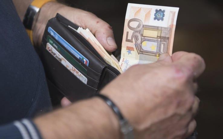Minacciava i genitori per avere i soldi per la droga: arrestato a Catania