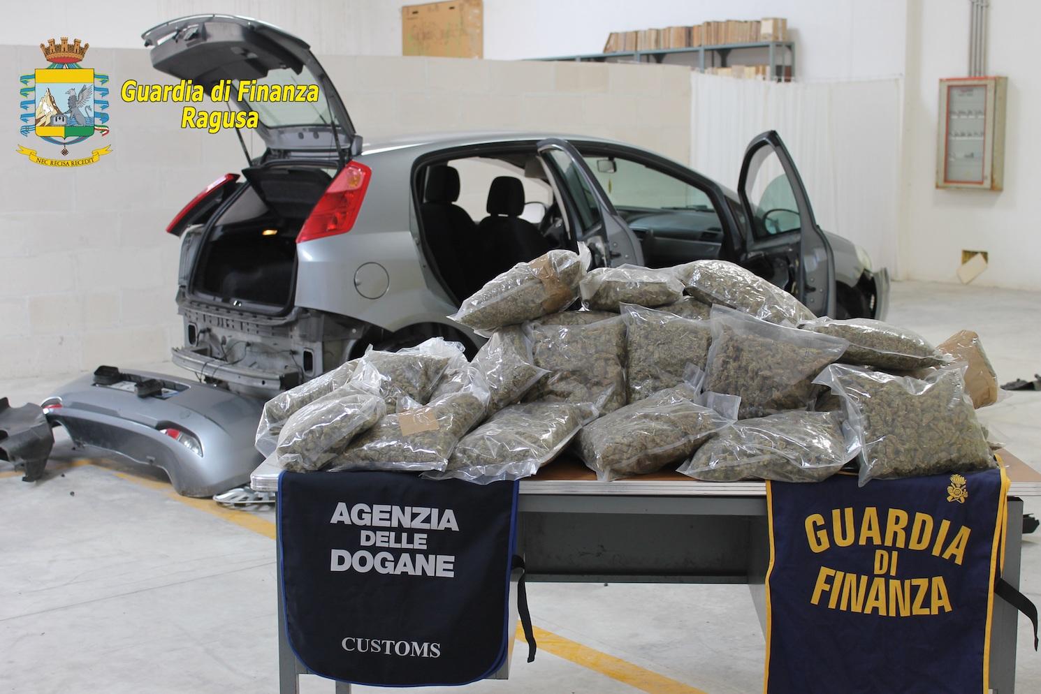 Arrestato a Pozzallo un corriere della droga con 19 chili di marijuana
