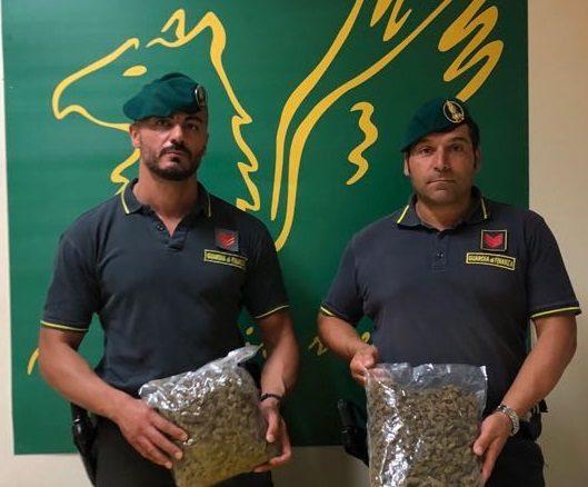 Arrestato a Catania un avolese: aveva un chilo di droga