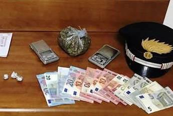 Acireale, trovati con droga e soldi: arrestati due giovani