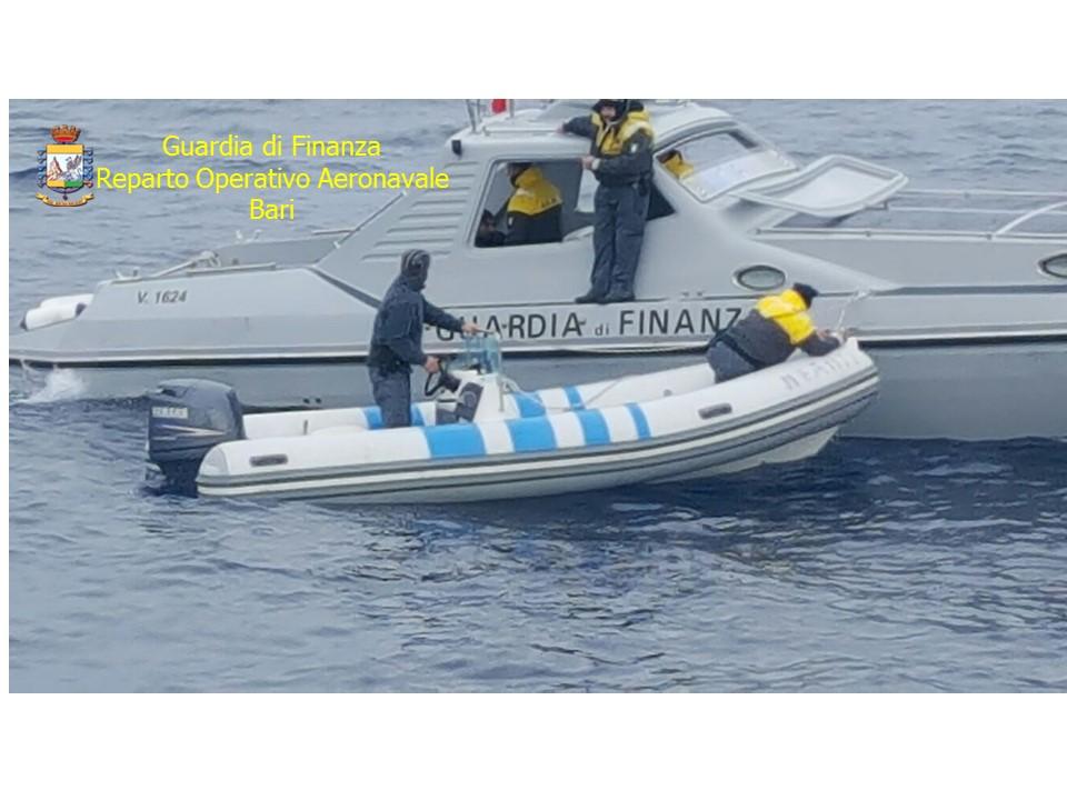 Salento, fiumi di marijuana dall'Albania: fermato motoscafo con 500 chili a bordo