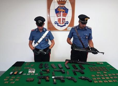 Droga e armi nascoste nel Napoletano, scatta il sequestro