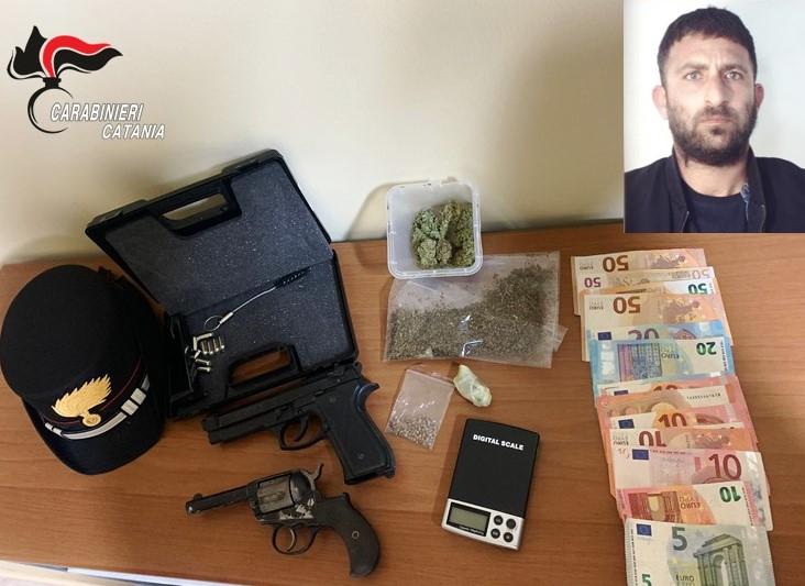 Droga e una pistola in casa, 32enne arrestato dai carabinieri a Catania
