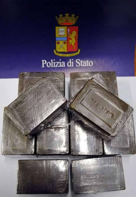 Droga, arrestato a Milano con cinque chili di hashish