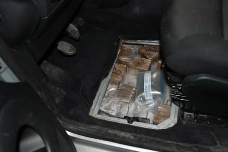 """Catania, arrestato un """"corriere"""" con un chilo di droga nel suv"""