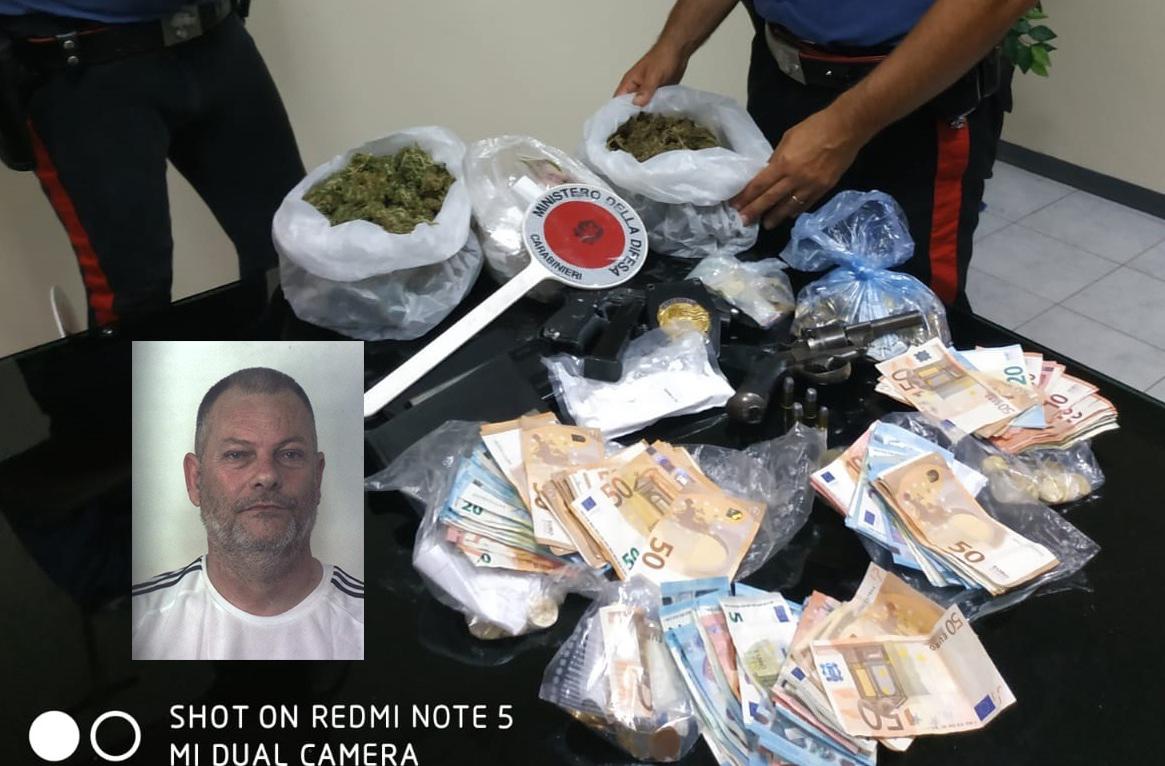 Siracusa, arrestato a Mazzarrona con 2 pistole, cocaina e 'fumo'