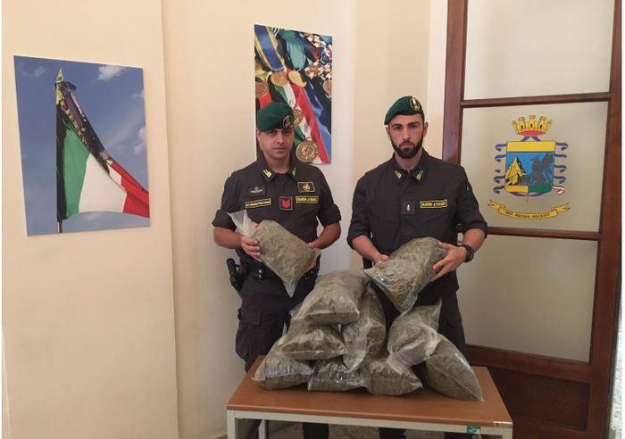 Trasportava in macchina oltre 10 Kg di marijuana: arrestato 53enne catanese