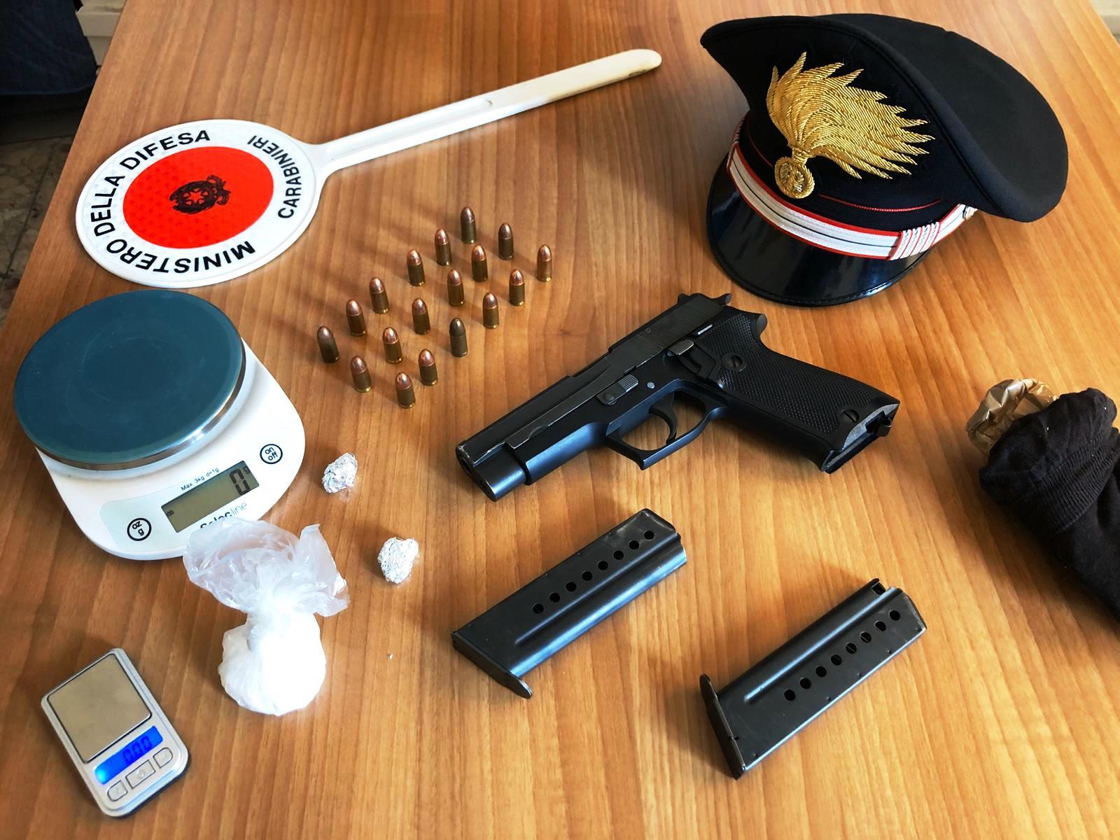 Pistola e droga in campagna, due arresti a Biancavilla