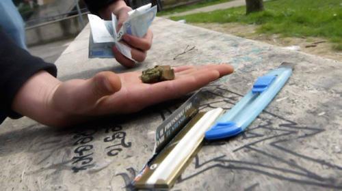 Catania, colto in flagrante mentre spaccia droga: arrestato