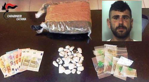 Catania, un chilo di droga occultata sotto un'auto: arresto a Librino