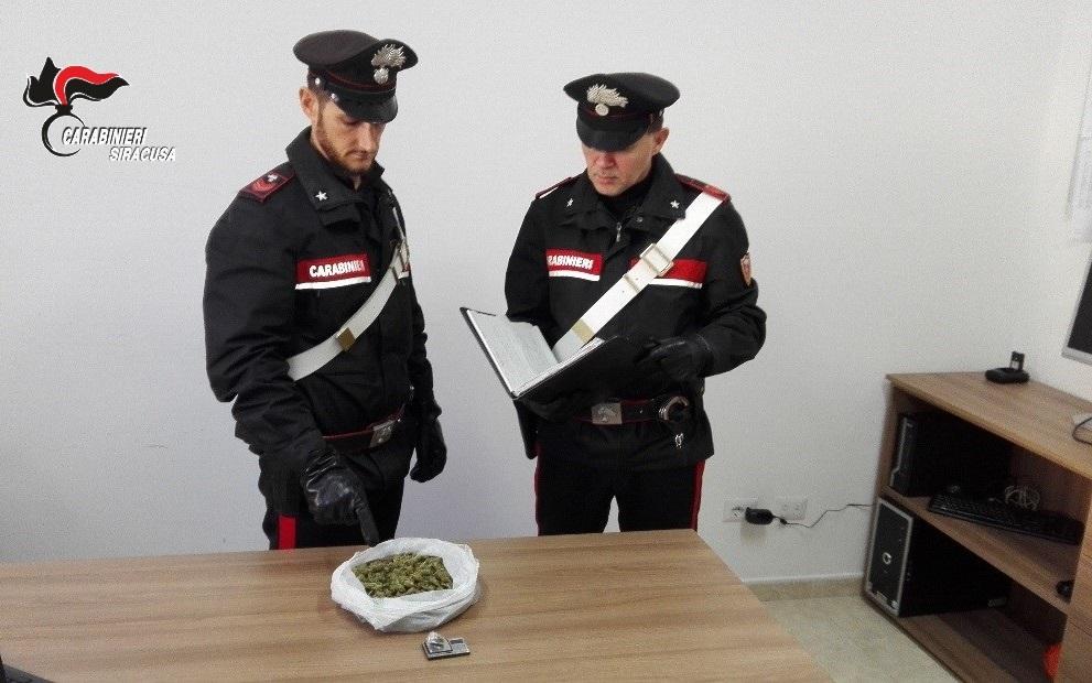 Gli trovano la marijuana, ai domiciliari a Lentini
