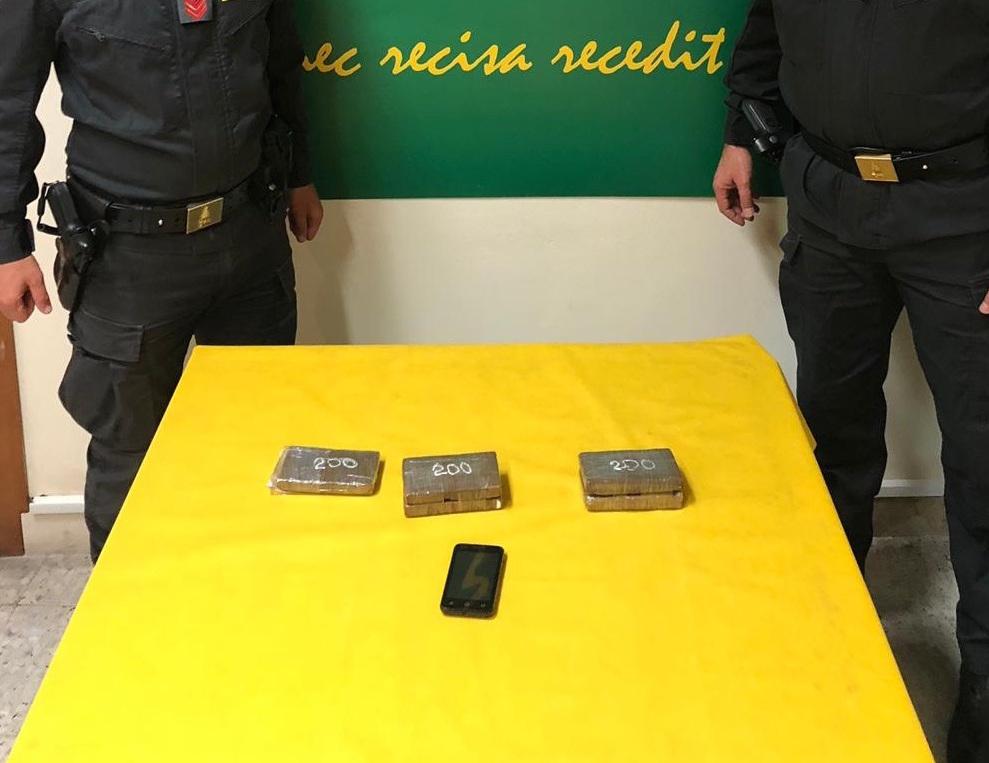 Droga, marito e moglie 'corrieri' della cocaina: arrestati a Catania