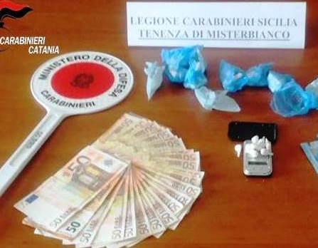 Misterbianco, cocaina e soldi nascosti in casa: arrestato
