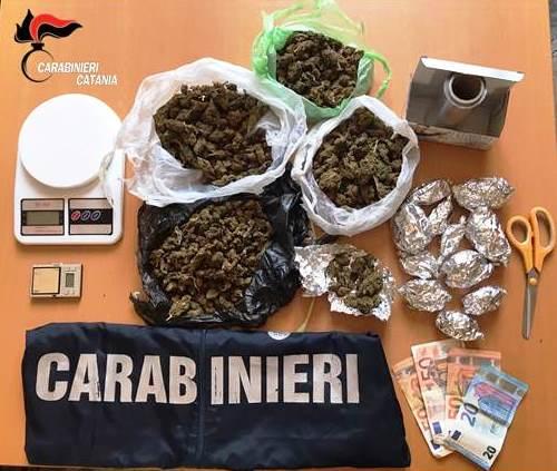 Catania, nasconde in casa mezzo chilo di droga: arrestata