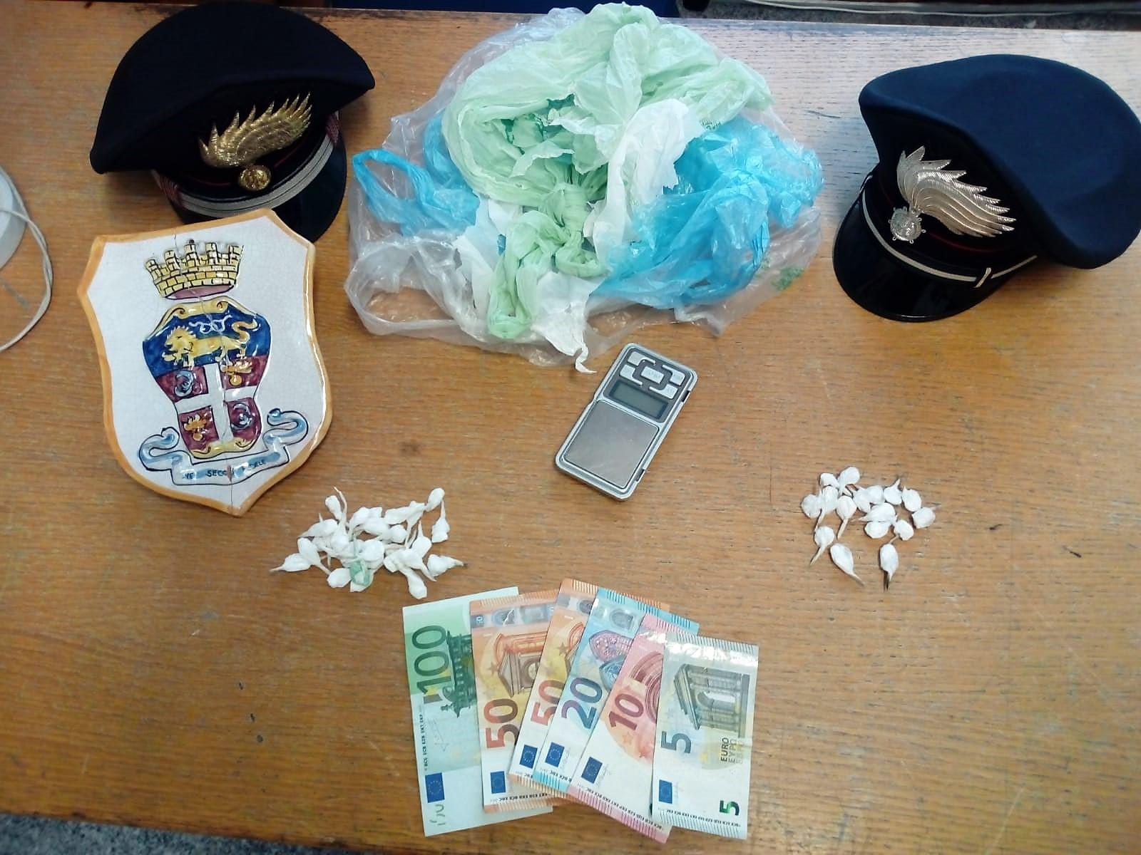 Droga, spacciava a Palagonia con la figlia di 9 anni in auto: arrestato