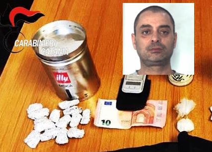 Catania, sorpreso in casa con droga nascosta: scatta il carcere