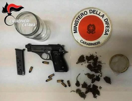 Mascali, in casa non solo droga: gli trovano pistola con matricola abrasa