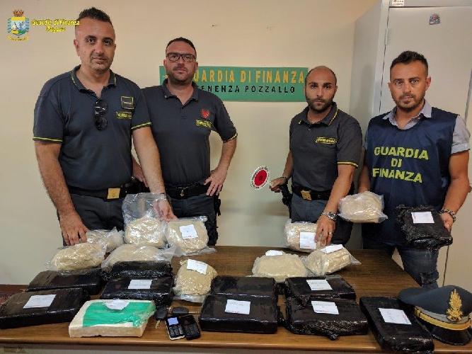 Maltese arrestato a Pozzallo: aveva 13 chili di cocaina e 9 di eroina