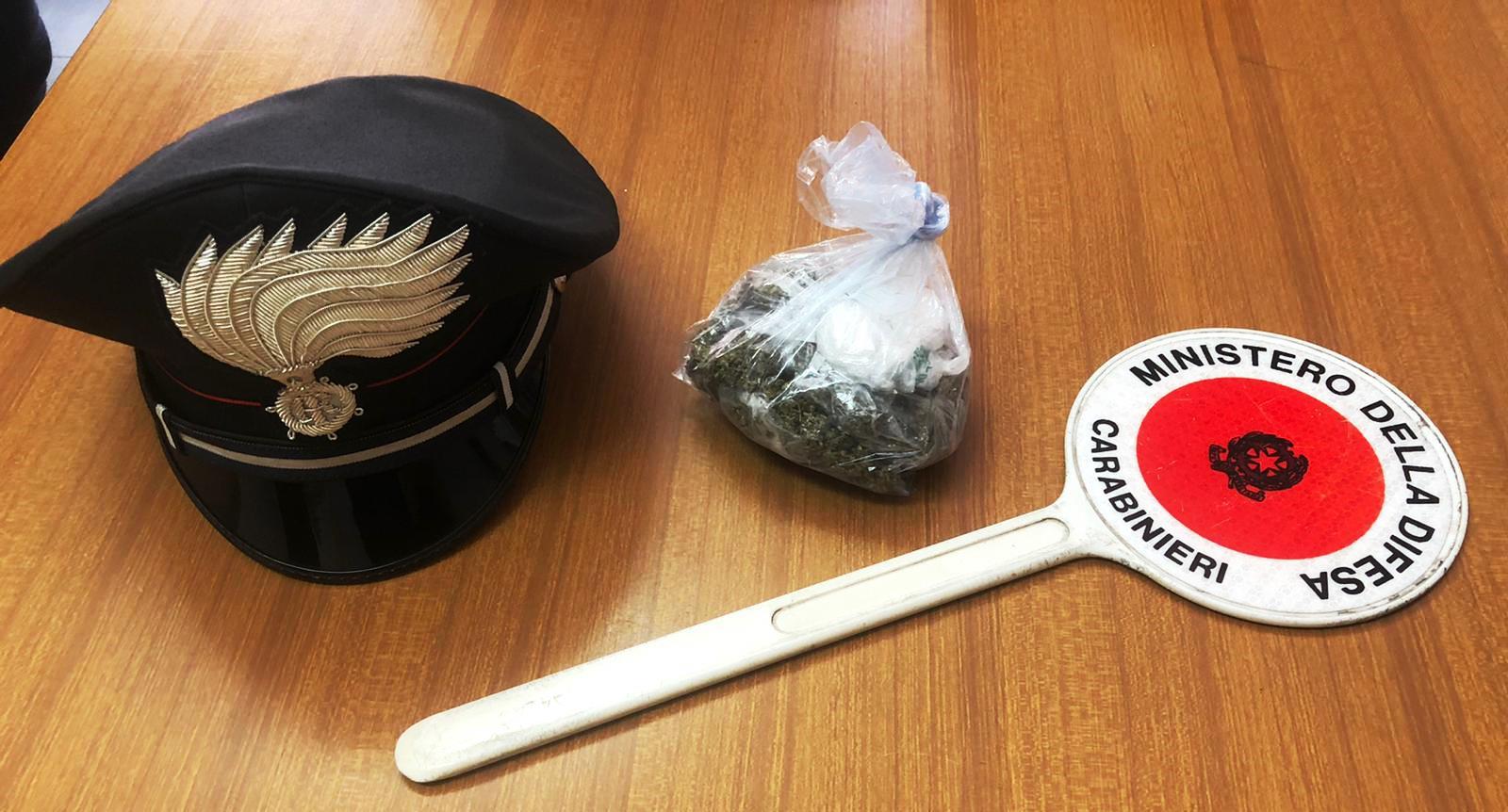 Randazzo, in auto con 60 grammi di marijuana: denunciato un 22enne