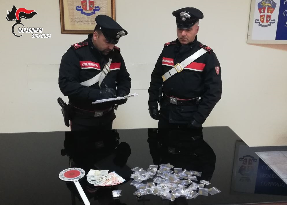 Siracusa, recuperata cocaina e hashish in una palazzina di via Italia 103