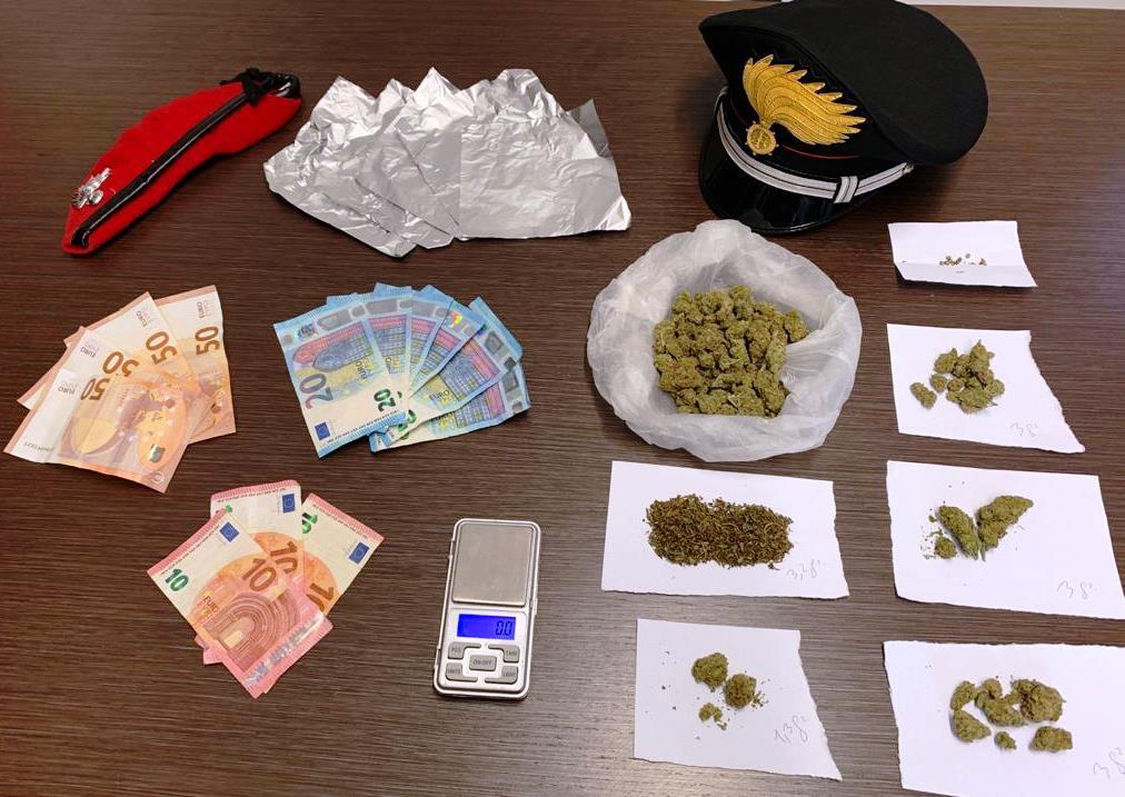 Marijuana nella cappa della cucina: arrestato a Scordia