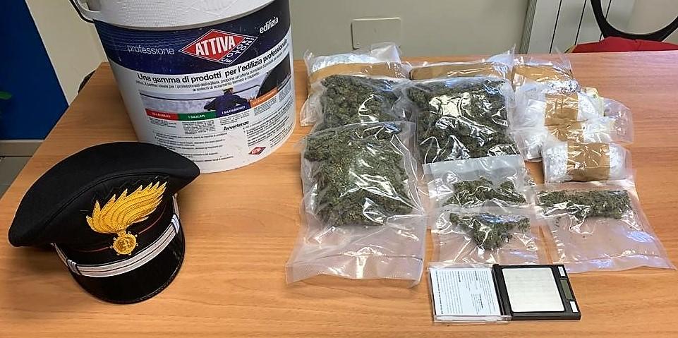 Nella latta della vernice 700 grammi di marijuana: arrestato nel Catanese