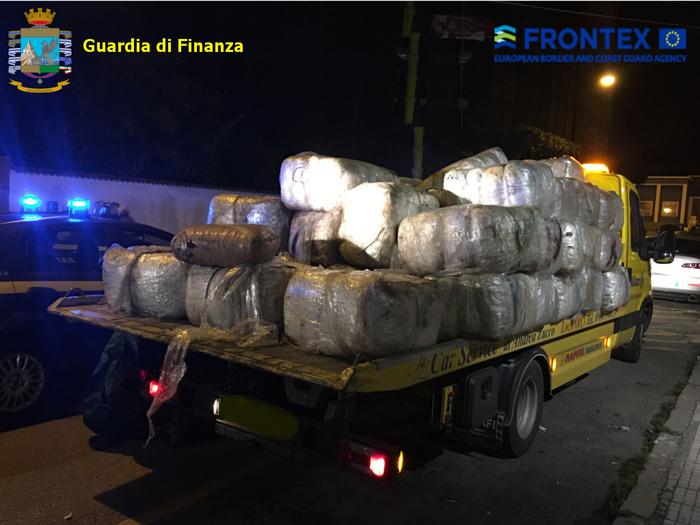 Operazione antidroga nel Mar Ionio, sette persone arrestate