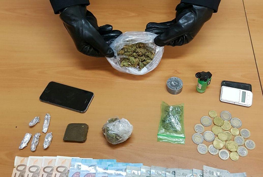 Pozzallo, due ragazzi finiscono ai domiciliari per spaccio di hashish e marijuana