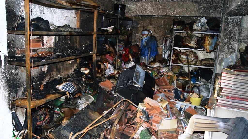 Acireale, folle di gelosia per l'ex moglie, dà fuoco al suo garage