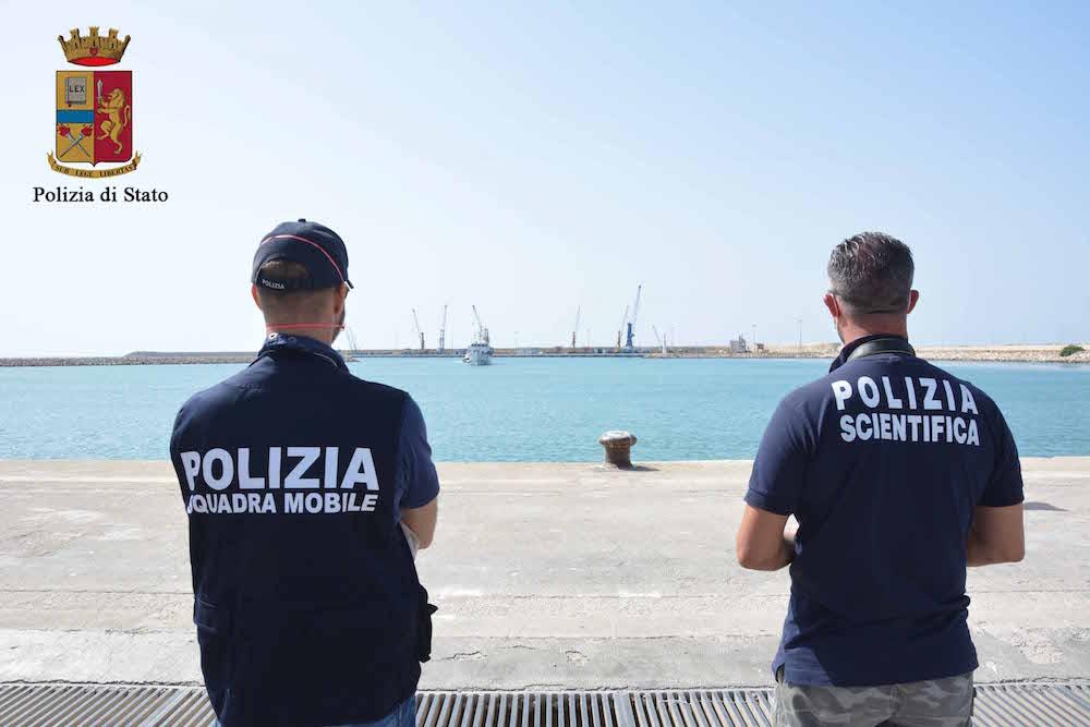 Migranti, sbarco a Pozzallo: arrestati tre presunti scafisti