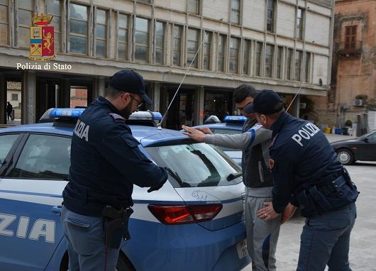 Ragusa, colpito dal rivale in amore rischia di perdere la vista: arrestato