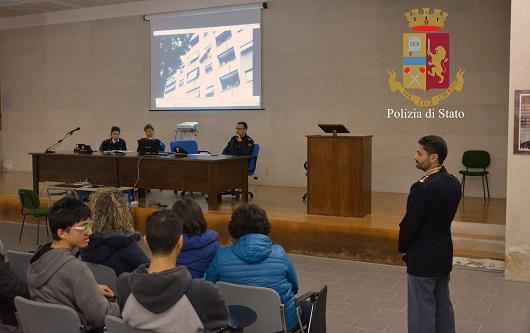 Bullismo e droga, la polizia di Ragusa incontra gli studenti