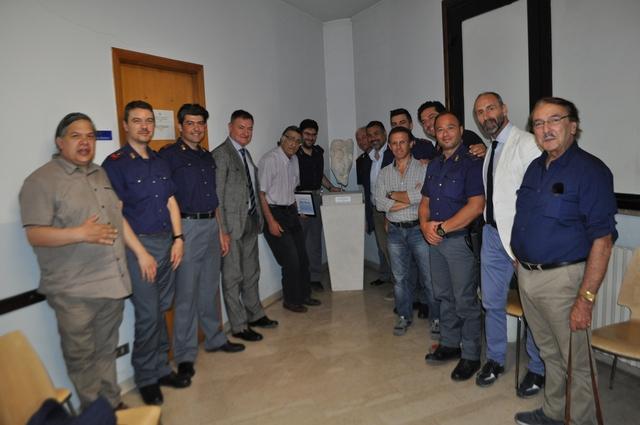 Comiso, inaugurata la scultura donata al commissariato dal maestro Nicolosi