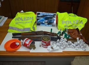 Catania, scoperto un mini arsenale di armi e droga a Librino