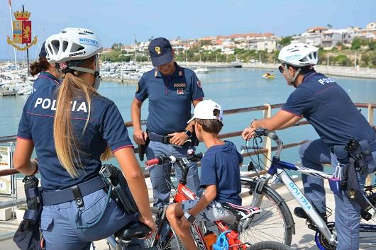 Poliziotti in bicicletta, pattuglie  a Marina di Ragusa, Ibla e nel capoluogo