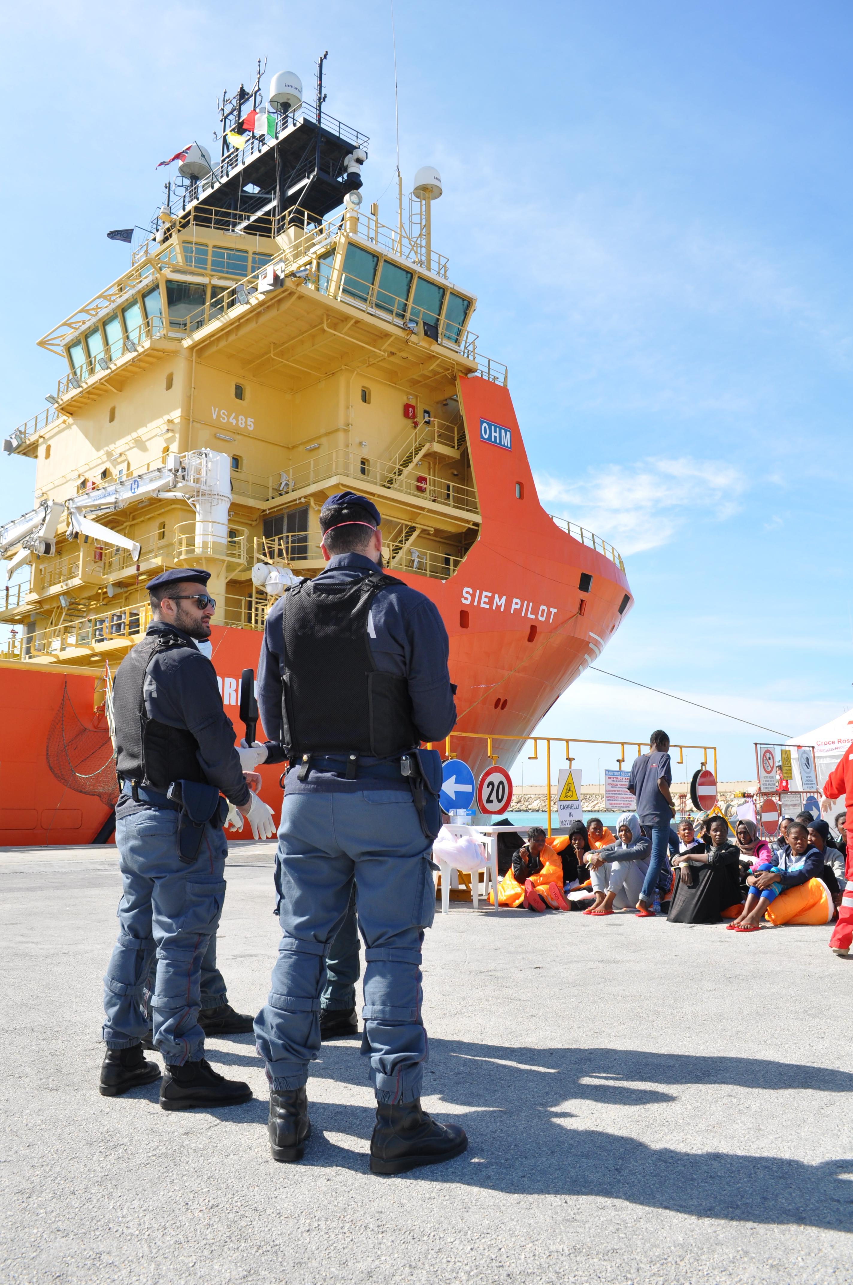 Pozzallo, fermati altri due presunti scafisti dello sbarco di 730 migranti
