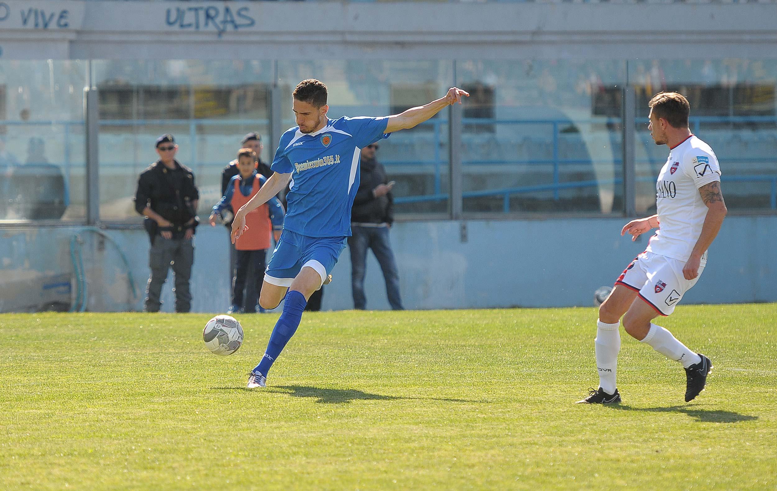 Scardina regala al Siracusa un'altra vittoria: il Fondi resiste per 84 minuti (fotoservizio di Ivano Siringo)