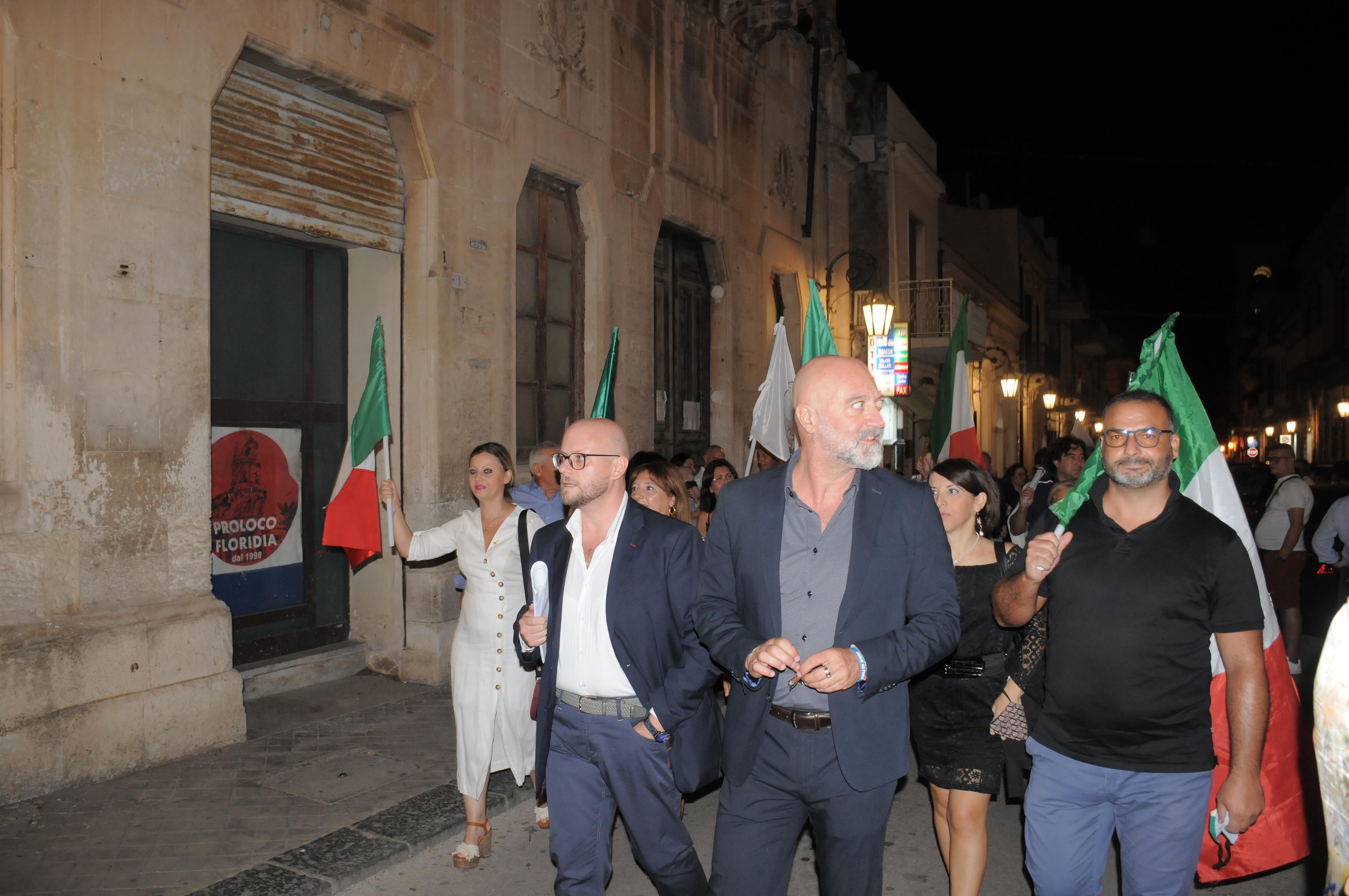 Parata di Fdi a Floridia, al debutto di Fontana: Luca Cannata scuote la piazza