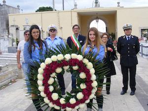 Rosolini, l'omaggio del sindaco all'Ossario del Cimitero Comunale
