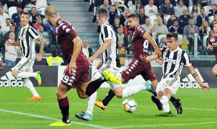 Juve scatenata vince il derby col Toro ( 4 - 0): Napoli corsaro a Ferrara