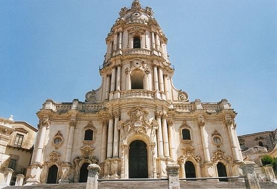 Modica, Sovrintendenza e Regione dimenticano il restauro di San Giorgio