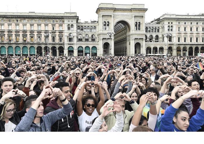 Corteo contro il razzismo a Milano: in duecentomila al Duomo