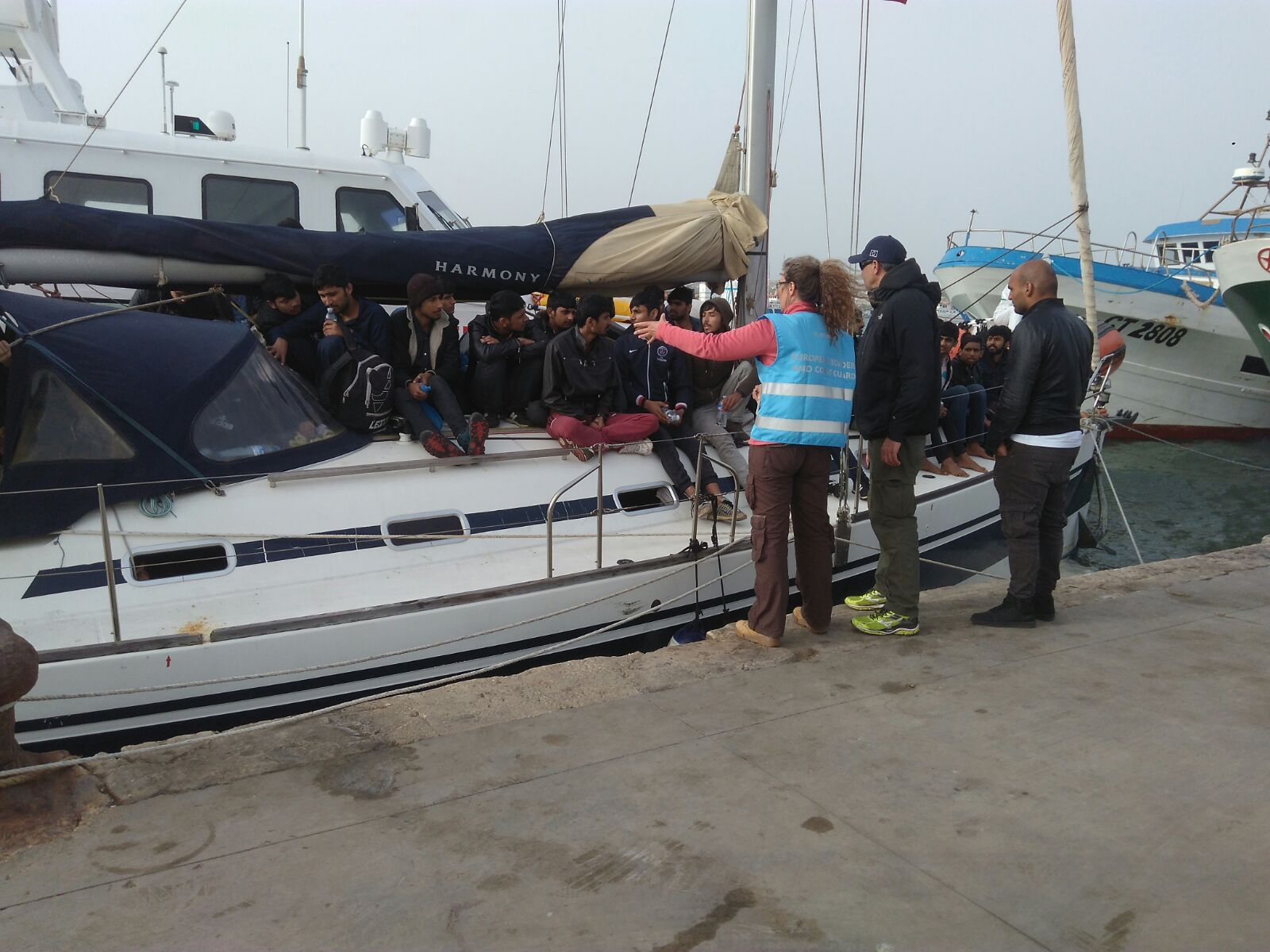 Migranti, anche sbarchi di lusso: in 55 arrivati a Portopalo su una barca a vela